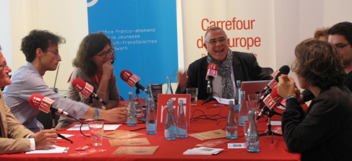 Le journaliste Daniel Desesquelle, l'essayiste Jacqueline Boysen, la politologue Ulrike Guérot, le correspondant de RFI à Berlin Pascal Thibaut, Matthias Schäfer de la Fondation Konrad Andenauer